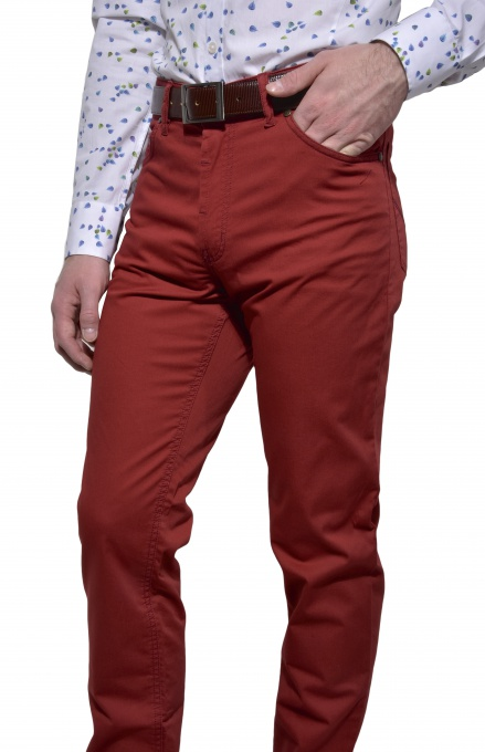 Red casual trousers